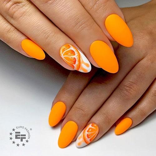 Πορτοκαλί νύχια με σχέδιο πορτοκαλιού