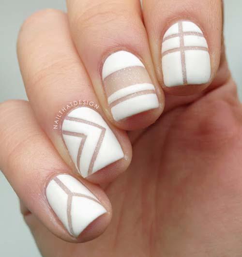 Λευκά negative space summer nails με γραμμές