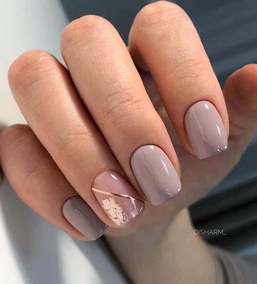 Μπεζ καφέ νύχια με χρυσόχαρτο