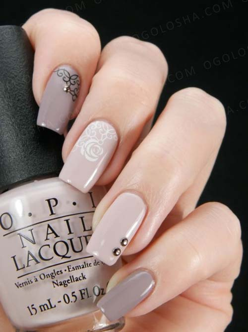 Floral nail art σε nude νύχια