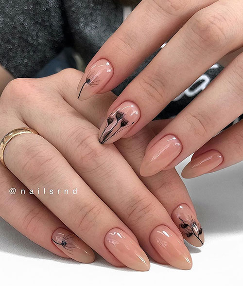 Nude floral σχέδιο στα νύχια