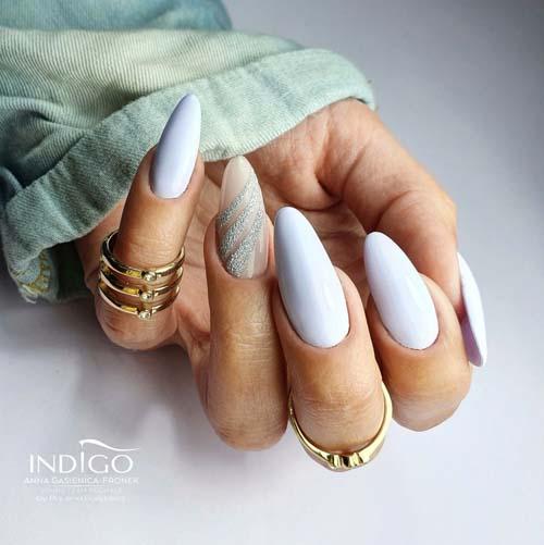 Απαλά γαλάζια νύχια με σχέδιο