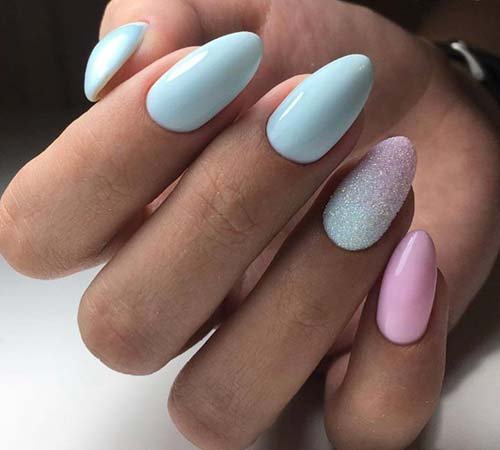 Γαλάζια με ροζ νύχια