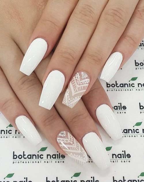 Λευκά νύχια με σχέδια