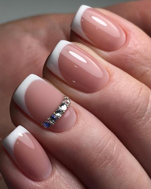 Κλασσικό γαλλικό στα νύχια με στρας