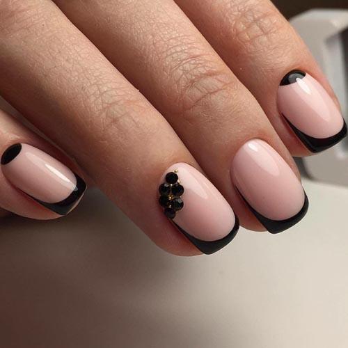 Μαύρο french manicure με στρασάκια