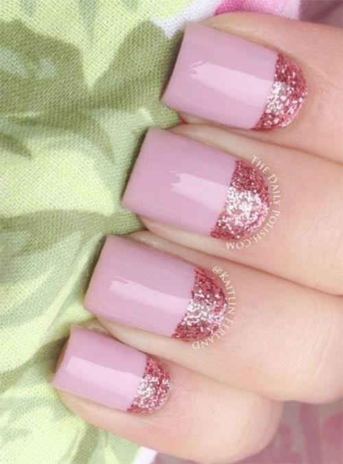 Ροζ νύχια με ίσιο μισοφέγγαρο γαλλικού στη ρίζα