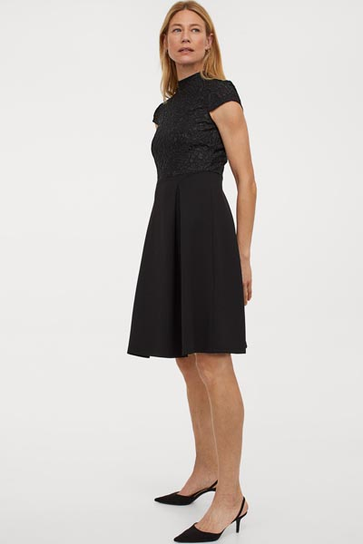 Midi μαύρο φόρεμα με δαντέλα στο μπούστο και κλειστό λαιμό - H&M