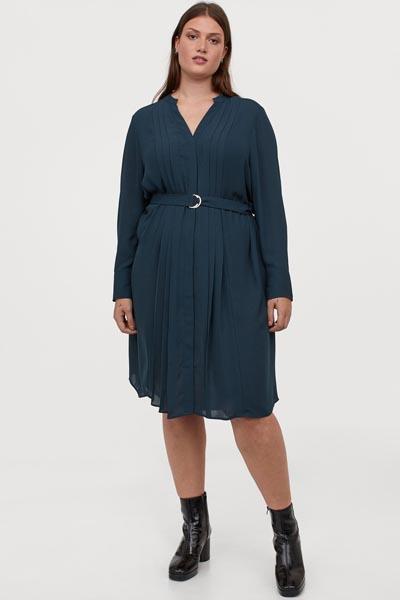 Μίντι μπλε φόρεμα για παχουλές με πλισέ σχέδιο μπροστά και ζώνη στη μέση - H&M