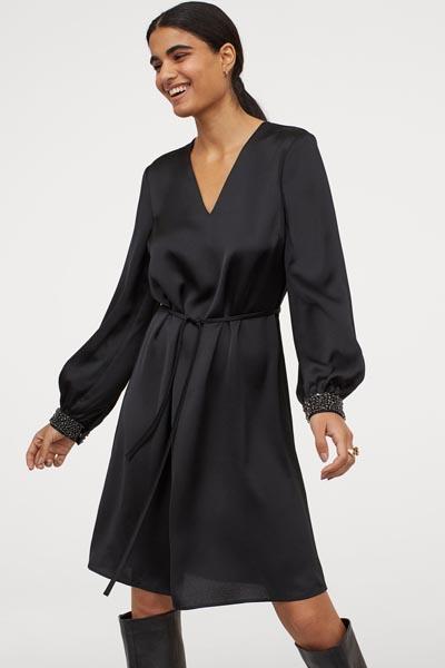 Μαύρο αέρινο σατέν μίντι φόρεμα με στρας στα μανίκια - H&M