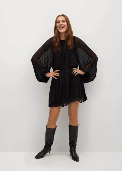 Αέρινο μίνι φόρεμα από ριγέ διαφάνεια με φουσκωτά μανίκια που στενεύει στη μέση - MANGO