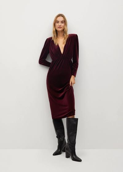 Midi βελούδινο μπορντό κολλητό φόρεμα με βάτες και V λαιμόκοψη - MANGO