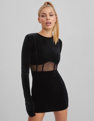 Μίνι κολλητό βελούδινο μαύρο φόρεμα με διαφάνεια στη μέση - Bershka