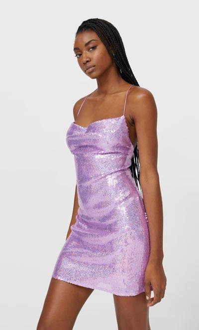 Μίνι slip dress με ροζ μωβ παγιέτες και χιαστί πλάτη - Stradivarius