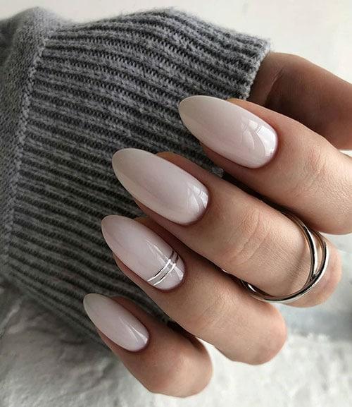 Νύχια λευκό γαλακτερό με ασημί γραμμές