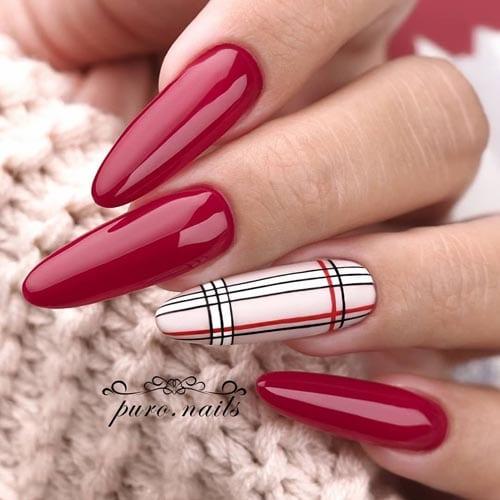 Κόκκινα μακριά νύχια με καρό σχέδιο