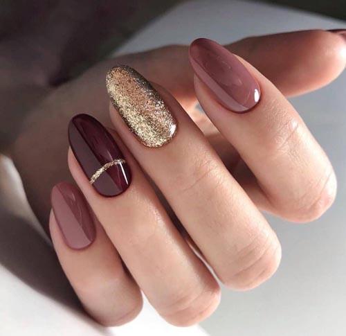 Μπορντό - σκούρα μπεζ νύχια με χρυσό