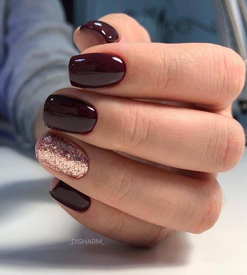 Burgundy νύχια με ροζ χρυσό glitter