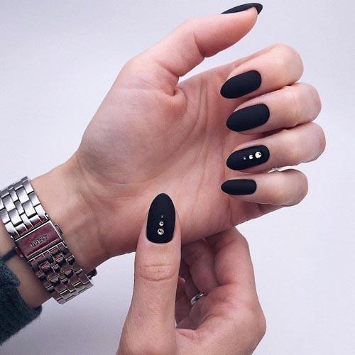 Ματ μαύρα νύχια με στρας