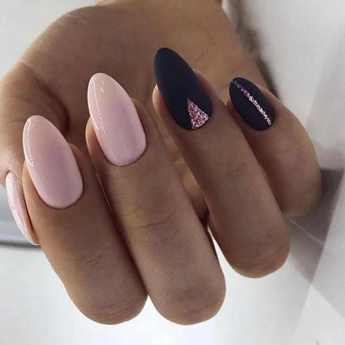 Ροζ - μαύρα νύχια με σχέδια από ροζ glitter