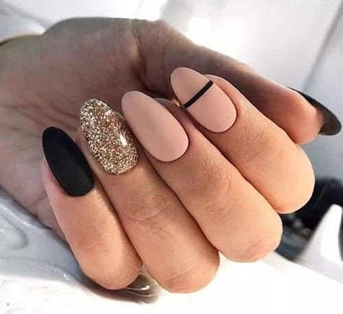 Μαύρο - nude μανικιούρ με χρυσό glitter
