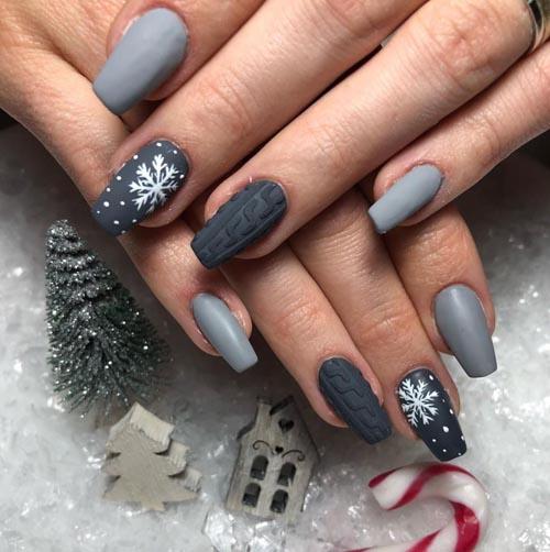 Γκρι χειμωνιάτικα νύχια με πλεκτό σχέδιο και χιονονιφάδες