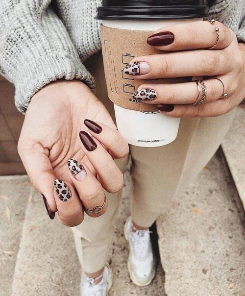 Λεοπάρ καφέ σκούρα νύχια