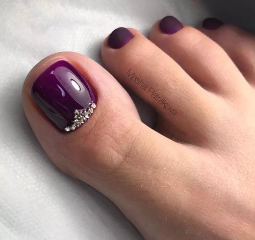 Μελιτζανί νύχια ποδιών με στρας