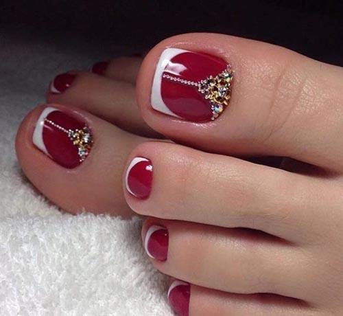 Γαλλικό στα νύχια ποδιών με κόκκινη βάση και λευκή γραμμή