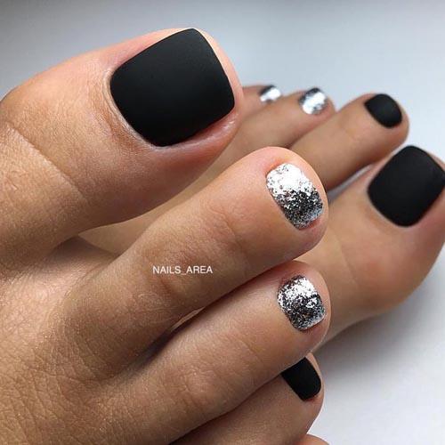 Μαύρα νύχια ποδιών με ασημί γκλίτερ