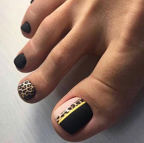 Ματ μαύρα νύχια ποδιών με λεοπάρ σχέδιο