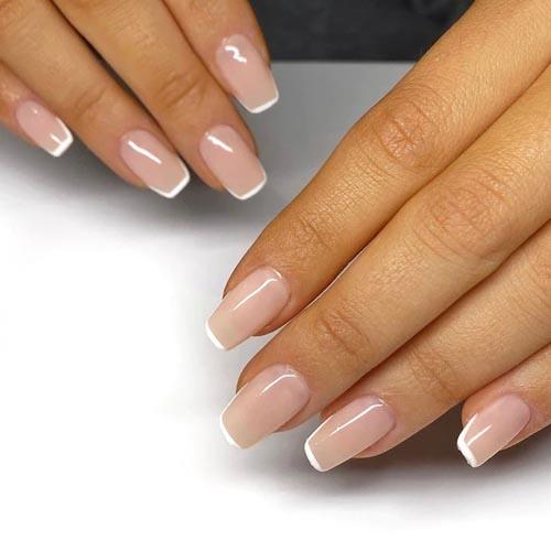Κλασικό french nails με λεπτή λευκή γραμμή και νουντ βάση