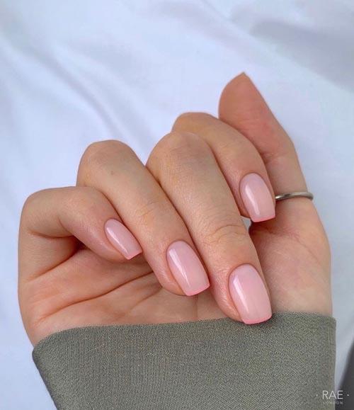 Ροζ γαλακτερή βάση γαλλικού μανικιούρ με ροζ λεπτή γραμμή