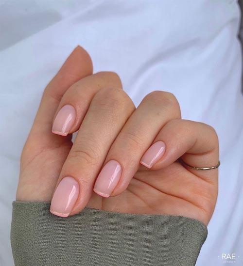 Γαλλικό μανικιούρ με ροζ γαλακτερή βάση και διπλή ροζ ασημί λεπτή γραμμή