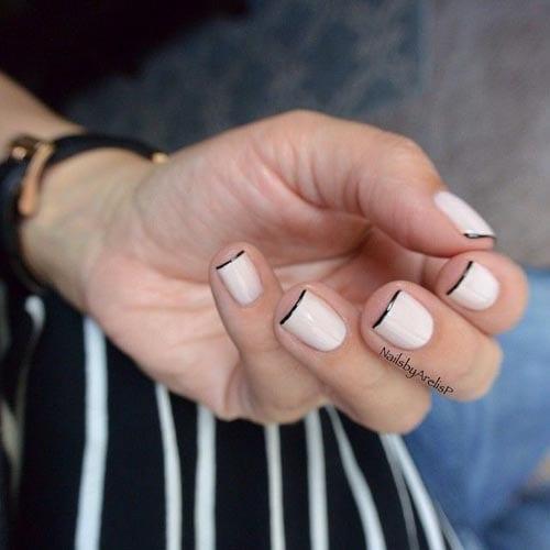 Λευκά νύχια γαλλικό με μαύρη γραμμή